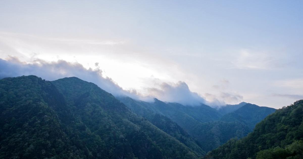 山と朝焼け